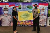 Sunpride serahkan donasi 1,3 ton pisang kepada Dir Lantas Polda Metro Jaya