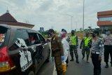 Ratusan kendaraan pemudik berusaha masuk ruas tol Palembang-Kayuagung dipaksa mutar balik