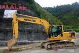 Agam siagakan enam alat berat di daerah rawan longsor
