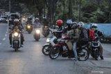 Ribuan kendaraan pemudik disuruh putar-balik di tol Jakarta-Cikampek