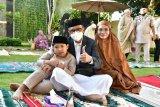 Gubernur Sulsel dan keluarga shalat Idul Fitri di kediaman pribadi