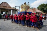 Keraton Yogyakarta membagikan 2.700 tangkai rengginang