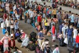 Kasus corona di India meningkat saat jutaan orang mudik