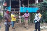 Bhabinkamtibmas awasi pembagian BLT di  Kabupaten Boven Digoel