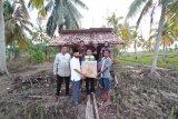 STII Inhil serahkan alat pertanian dan pupuk kepada Poktan Tanjung Jaya