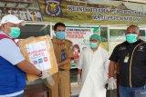 Pertamina RU VII Kasim serahkan APD bagi dua RSUD di Sorong