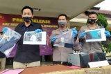 Polisi mengungkap kasus asusila guru pesantren selama 4 tahun