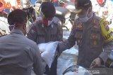 Kepolisian salurkan 20 ton beras ke warga Kapuas terdampak COVID-19