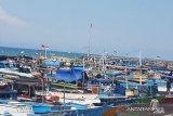 Nelayan tidak melaut di NTT karena gelombang  tinggi