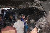 Mobil Panther tabrak rumah di Rembang, dua orang tewas