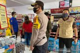Tim Gugus COVID-19 Bantaeng imbau petugas supermarket tetap gunakan masker