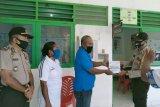 Polsek Warsa salurkan APD bantuan Ketua Umum Bhayangkari dan OASE