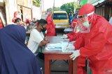 Warga dua RT Jalan Perikanan Kota Sorong jalani tes cepat COVID-19