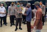 Polda Sulteng bagi tiga ton beras kepada 600 KK korban bencana di Palu