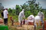 Pedagang ikan meninggal mendadak di Gumas dimakamkan sesuai protokol COVID-19