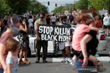 Pembunuhan seorang warga kulit hitam George Floyd picu protes secara brutal