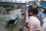 Gelombang tinggi terjang perairan Pariaman, empat kapal karam (Video)
