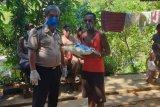 Polresta Jayapura berikan sembako warga saat operasi Bina Kusuma