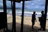 Gelombang pasang rusak kafe di Jimbaran-Bali