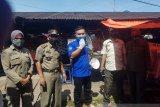 Antispasi COVID-19, pedagang-pembeli di Pasar Muaro Kiawai Pasbar dihimbau pakai masker (Video)