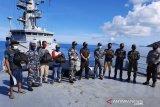 KRI Yos Sudarso berbagi sembako di Kepulauan Natuna