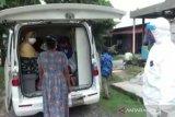 Anggota TNI AL menjadi sopir dadakan ambulans COVID-19