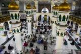 Jumatan perdana masjid di Pekanbaru setelah PSBB usai dengan terapkan protokol kesehatan