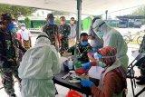 Prajurit Kodim 1702/Jayawijaya ikuti pemeriksaan rapid test cegah COVID-19