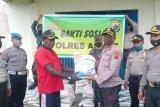 Polres Asmat salurkan beras peduli COVID-19 dari Kapolri ke warga terdampak corona