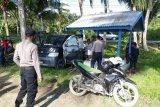 Polisi Jayapura tegur warga yang berwisata di Pantai Holtekamp