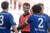 Pemain Amerika di Bundesliga kenakan pita hitam, sampaikan solidaritas untuk George Floyd