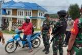 Aparat TNI-Polri  Paniai Timur patroli bersama cegah COVID-19
