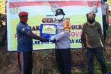 Kapolresta Jayapura Kota bagikan sembako Polri peduli kepada warga dan mahasiswa