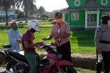 Kegiatan berbagi takjil Pramuka Lingga