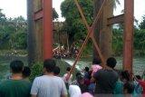 Sisa jembatan Kayu Gadang Padang Pariaman ambruk, timbulkan lima korban
