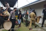 Polres Palu bantu evakuasi warga tinggal di bekas kandang ayam