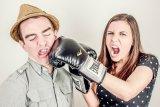 Cara hadapi pasangan yang sulit diajak bicara saat ada masalah