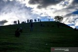 Pengunjung nikmati  wisata alam Bulu Tunda di Sigi