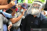Warga Yangon pasang barikade untuk batasi pergerakan selama pandemi