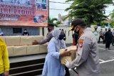 Kapolda Kaltara bagikan paket sembako ke warga