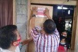 Rumah penerima bantuan di Kabupaten Minahasa Tenggara ditempel stiker