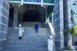PMI Makassar seterilisasi Masjid Al-Markaz persiapan shalat Jumat