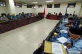 DPRD sarankan Pemkab Parimo periksa dokumen kesehatan pelaku perjalanan luar daerah