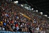 Penonton penuhi stadion saat Liga Vietnam dimulai