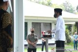 President Jokowi performs Friday prayers