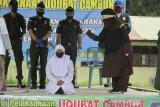 Dua laki-laki dan satu perempuan pelanggar syariat Islam dihukum cambuk