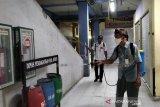 Semua kios dan los Pasar Kliwon Kudus disemprot  disinfektan