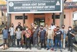 Kasus hoax diskriminasi perekrutan pekerja sawit dibawa ke hukum adat