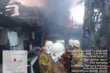 Rumah padat penghuni di Mampang Prapatan terbakar, 15 unit mobil pemadam dikerahkan