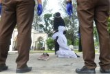 Terpidana Kasus Berzina Jalani Hukuman Cambuk